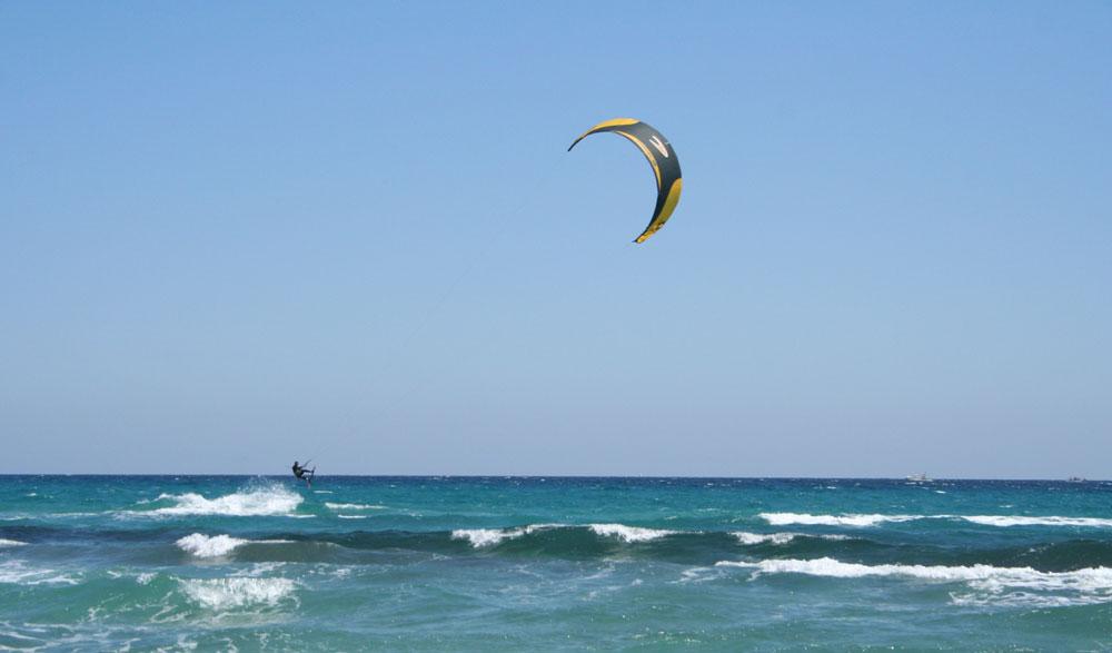 Surfen und Kiten auf Sardinien – Winter wie Sommer ein Genuss!