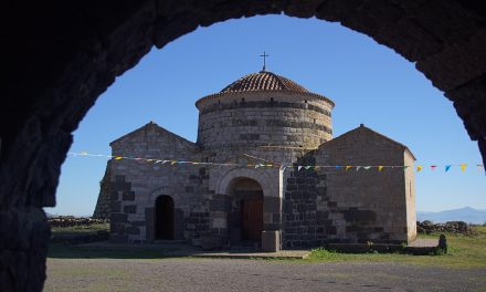 Die Kirche Santa Sarbana auf Sardinien